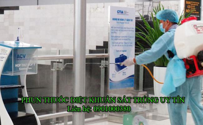 Phun thuốc khử trùng cho công ty
