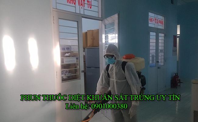 Phun thuốc khử trùng cho kho xưởng